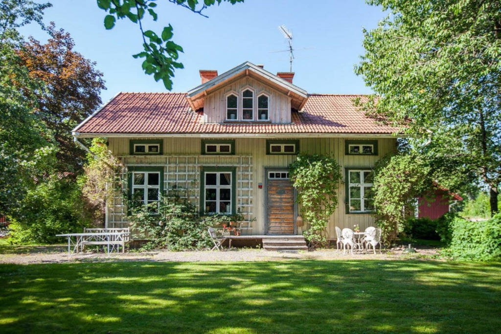 best-airbnb-sweden-farmhouse-in-the-woods